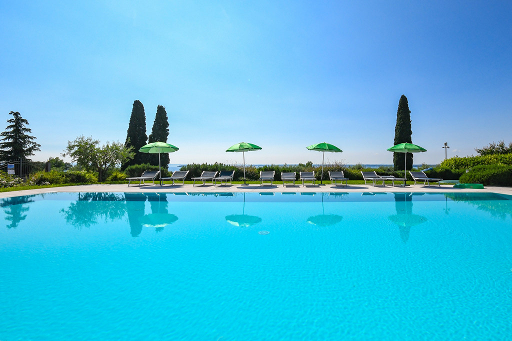 lake garda apartment with Infinity pool
