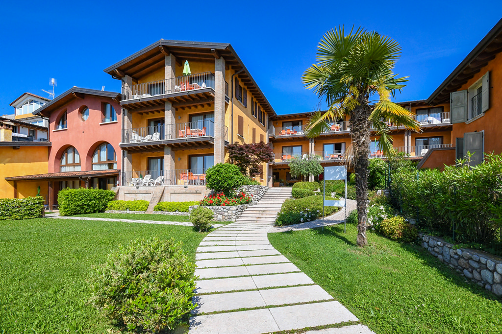 lake garda apartment with Cot bed and high chair available on request for free
